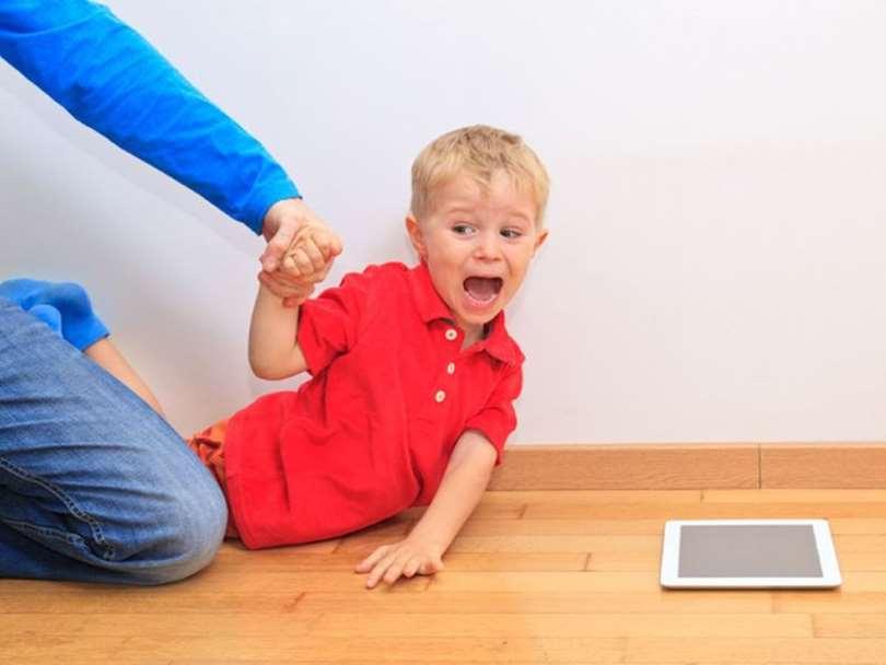 مضرات استفاده از تلفن همراه در کودکان